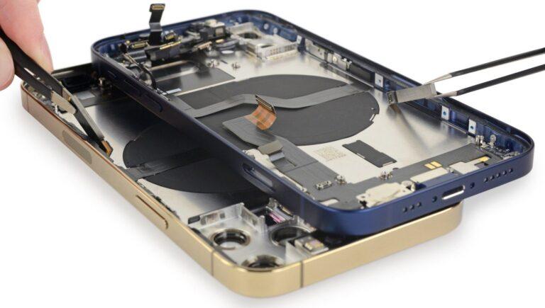 Remek szerelhetőséget és érdekes részleteket tárt fel az iPhone 12-k darabokra bontása